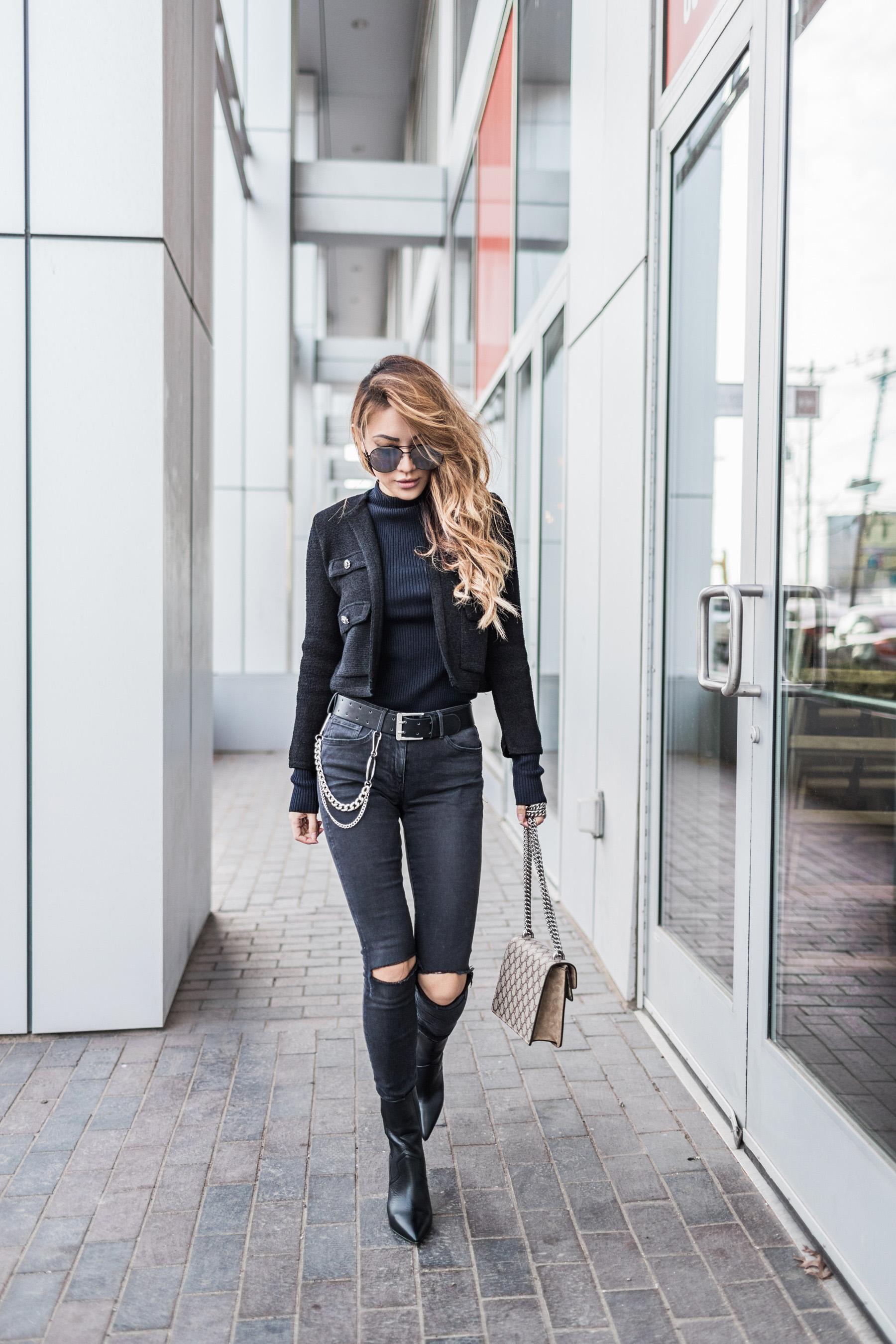 chic all black outfit // notjessfashion.com