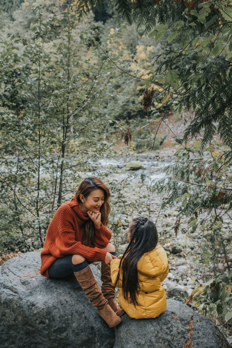 fall activities, hiking in the mountains, mountain family photos with kids, hiking with kids, fall in oregon // NotJessFashion.com