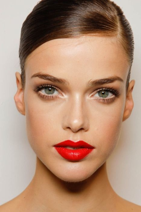New Year's Eve Makeup Ideas - bold red lips // Notjessfashion.com