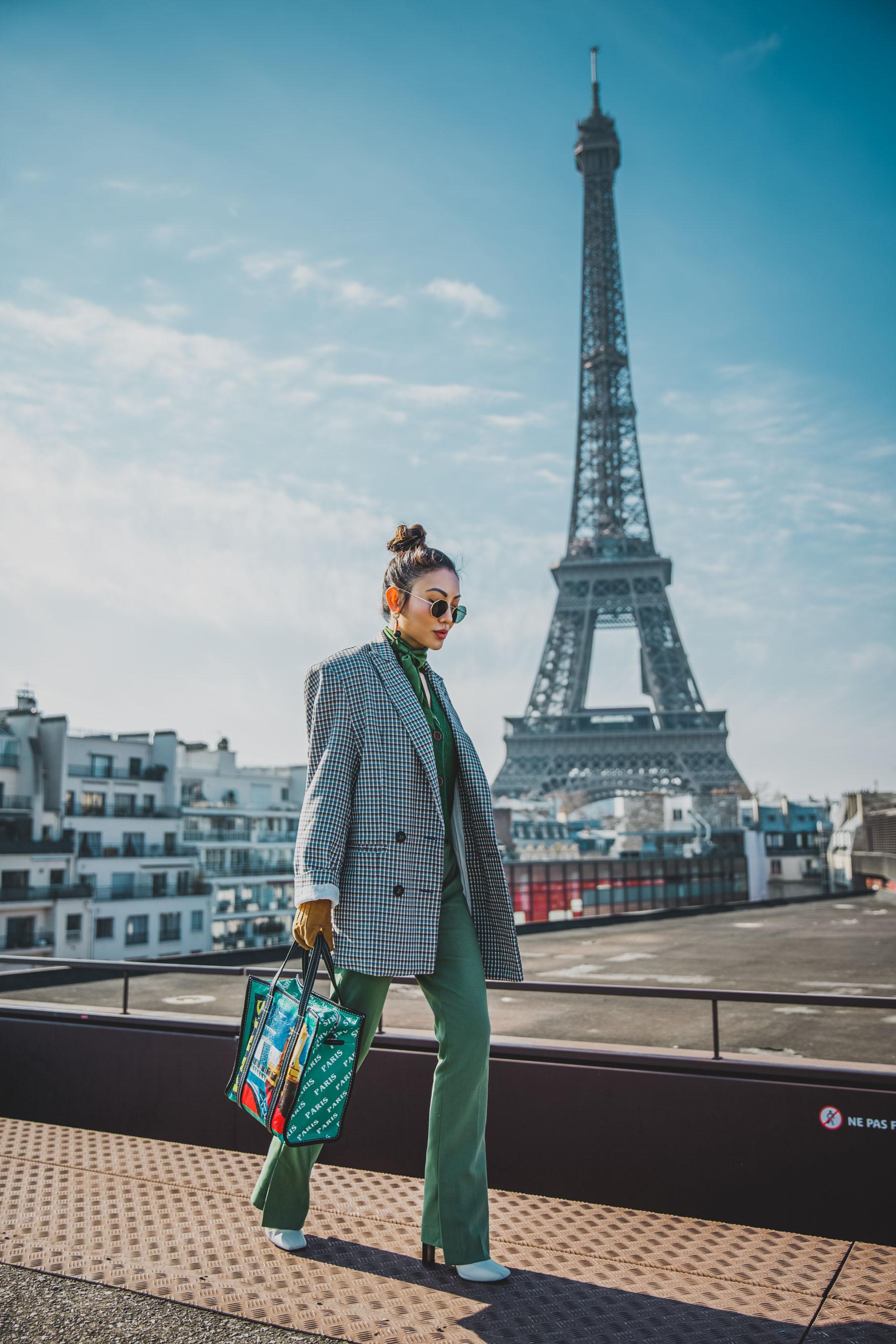 2018 handbag trend - balenciaga paris shopper tote, mytheresa bags, pfw street style // Notjessfashion.com