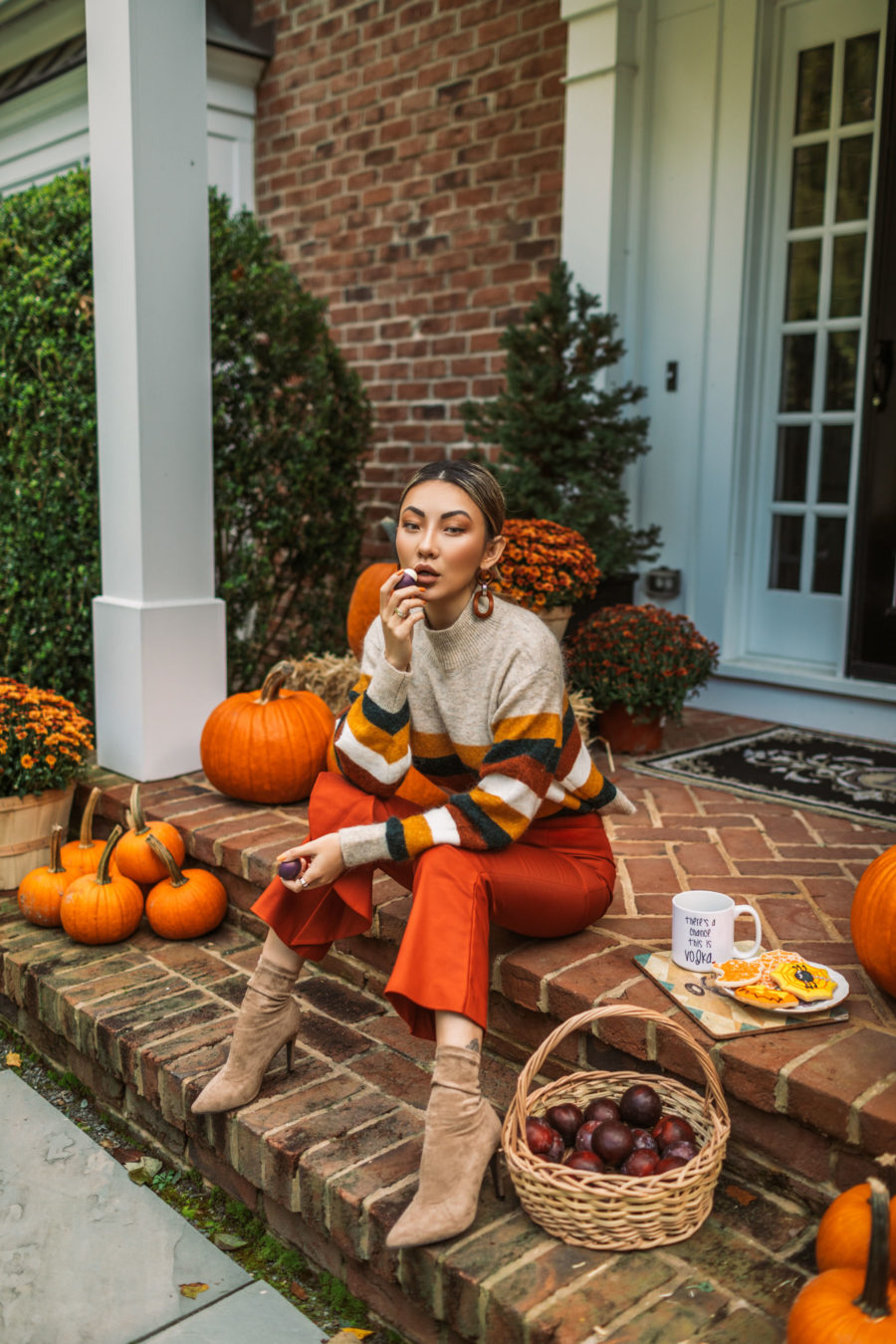 What to Wear For Every Thanksgiving Event - casual friendsgiving outfit, thanksgiving outfits 2018, chunky sweater, cozy thanksgiving outfit // Notjessfashion.com