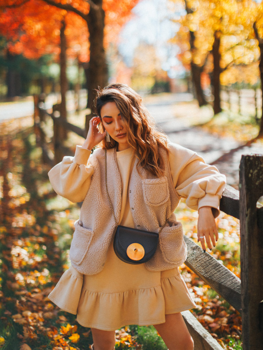 What to Wear For Every Thanksgiving Event - chic thanksgiving outfit, thanksgiving outfits 2018, fleece jacket // Notjessfashion.com