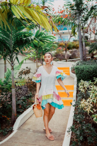 THE ULTIMATE TROPICAL VACATION PACKING LIST