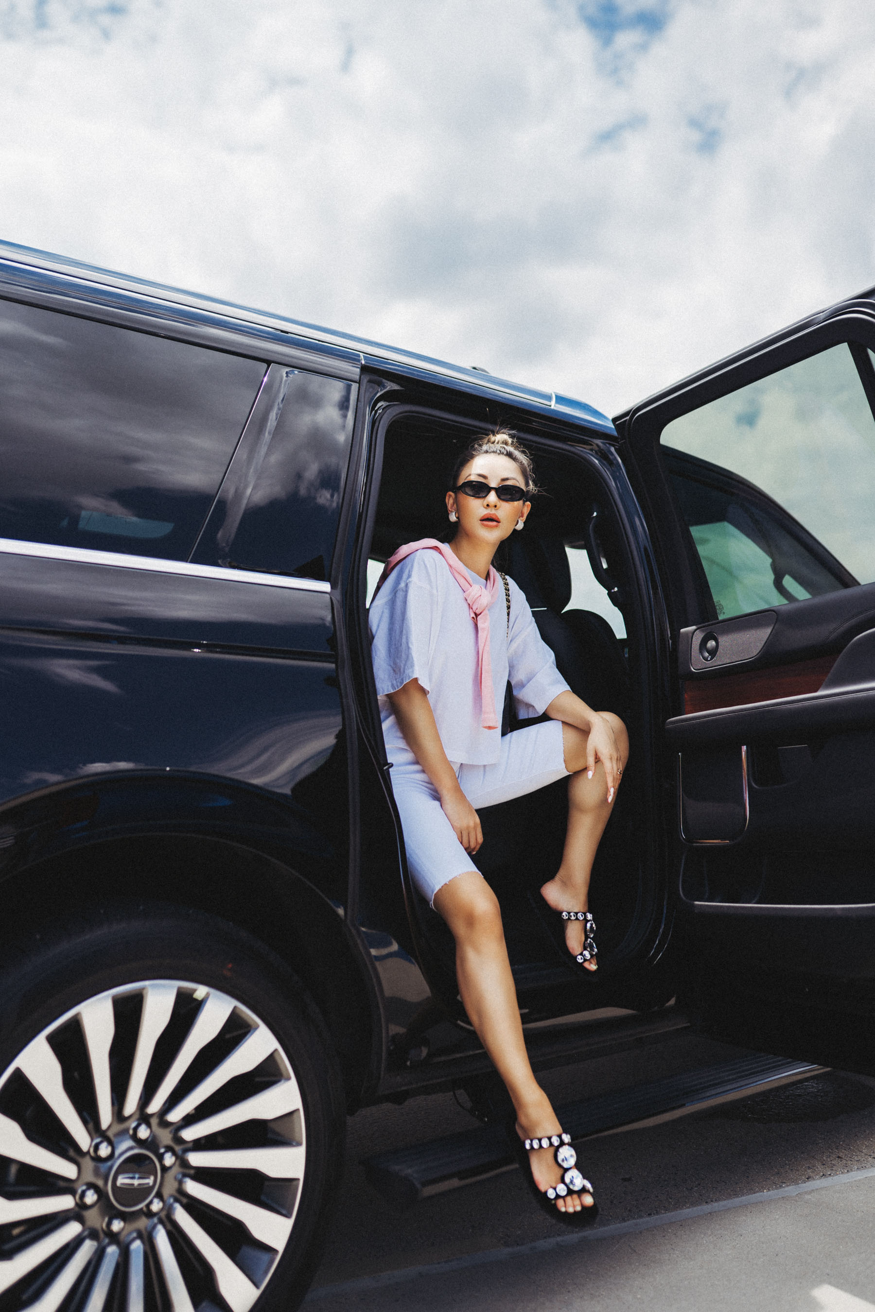 uber rewards, uber fashion blogger, summer travel style, white bermuda shorts // Notjessfashion.com