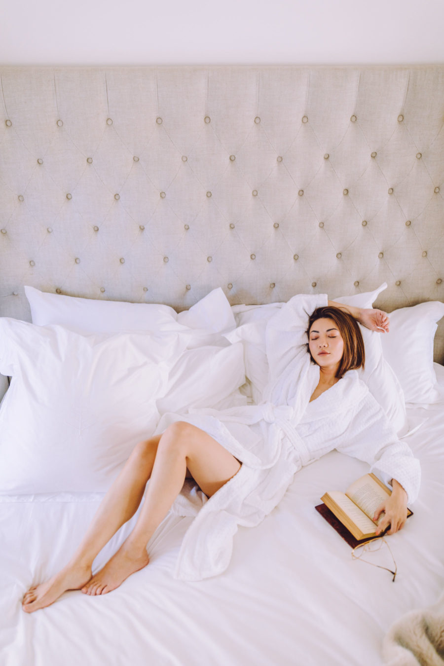 Essential elements of the perfect staycation - hotel bedding, silk pillowcases, egyptian bedsheets // Notjessfashion.com