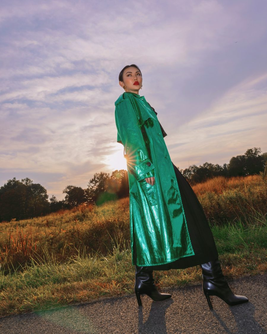jessica wang wearing green metallic jacket and sharing fashion blogger posing tips // Notjessfashion - Notjessfashion.com
