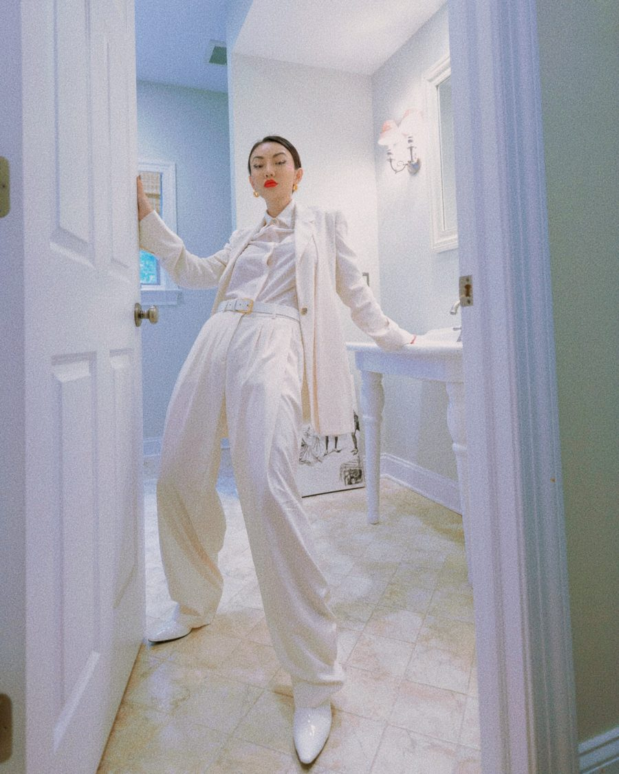 jessica wang wearing all white outfit and sharing black friday beauty deals // Jessica Wang - Notjessfashion.com