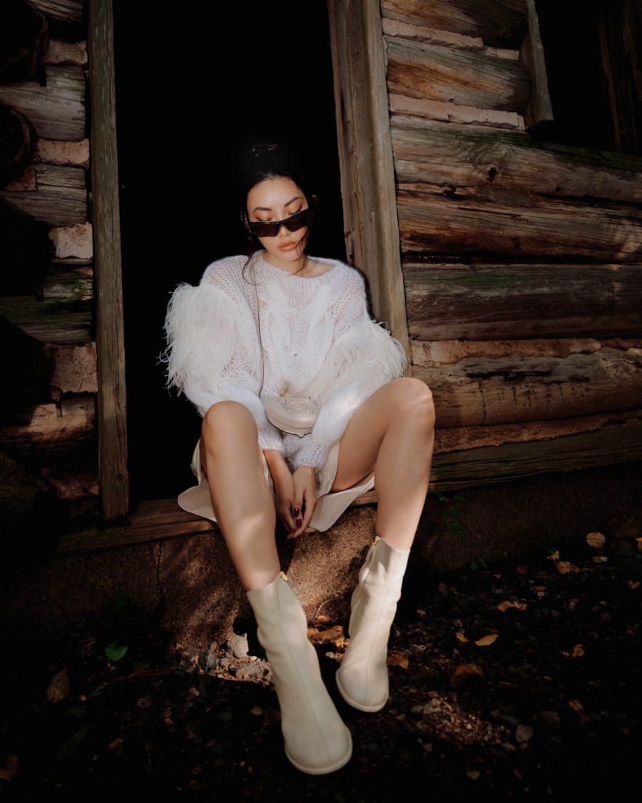 jessica wang wearing a fall white outfit // Jessica Wang - Notjessfashion.com
