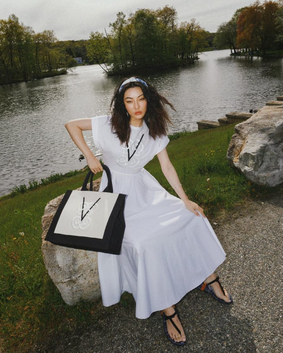 jessica wang wearing a white dress and holding an oversized tote while sharing trendy handbags for summer // Jessica Wang - Notjessfashion.com