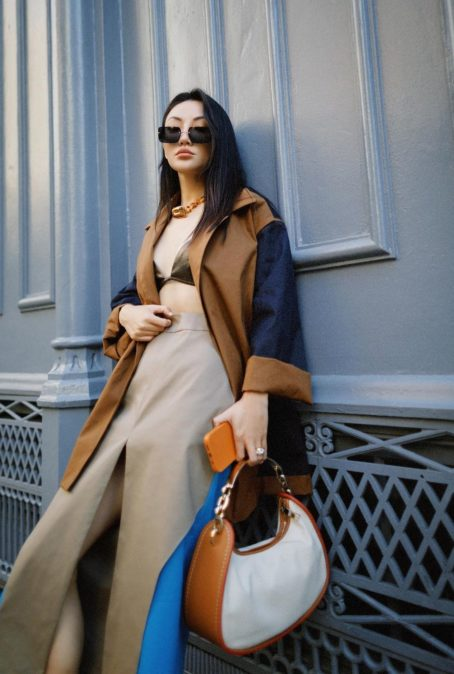 HOW TO ELEVATE A NEUTRAL OUTFIT